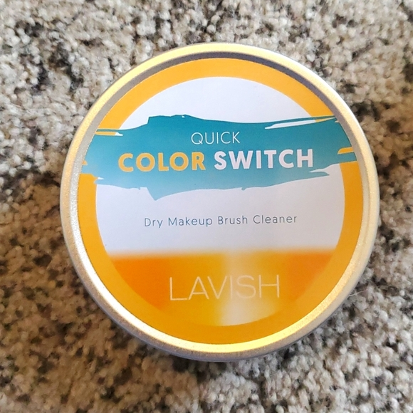 Lavish Color Switch  Dry Makeup Brush Cleaner